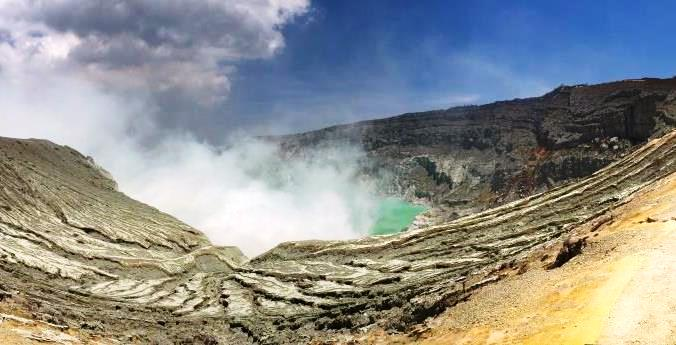 Ijen crater